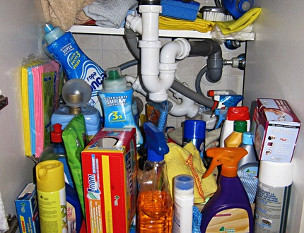 Different materials and chemicals for cleaning your kitchen