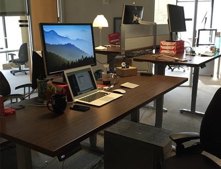 Adjustable working desk