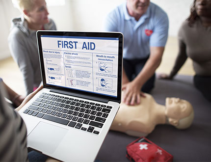 first aid training with group of people