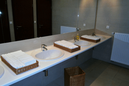 clean office washroom