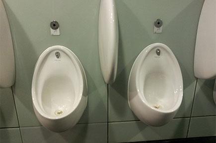 Men's waterless urinals bathroom