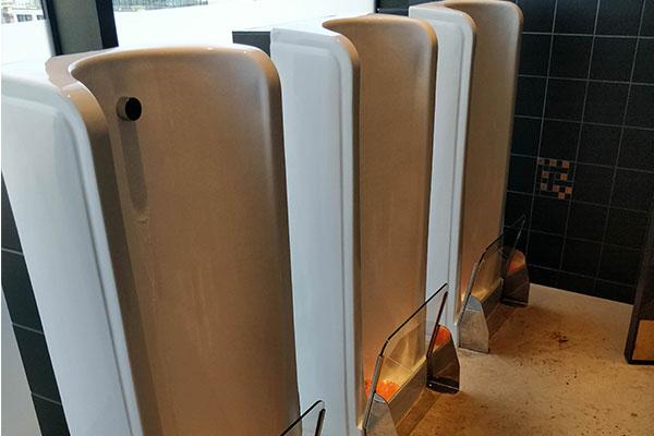 Splashback urinals